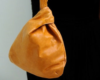POUCH. Leather wristlet / pouch / small bag / leather handbag / evening leather bag / leather clutch. Available in different leather colors.