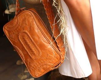 SALE. JAMAICA. Leather crossbody purse / leather bag / leather shoulder bag / tan leather bag / boho style.