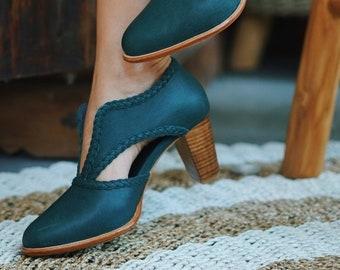 SPIRIT WALKER. Green boots / leather booties  / women shoes / low cut shoes / block heel boots