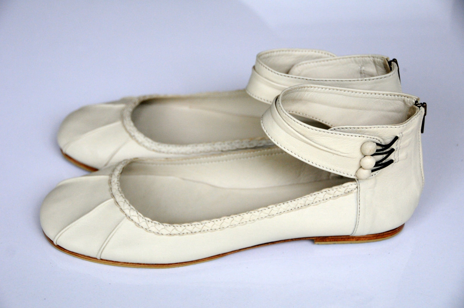 muse. ballet flats / leather shoes / bridal shoes / wedding shoes / ivory flats. sizes us 4-13 . available in different leather