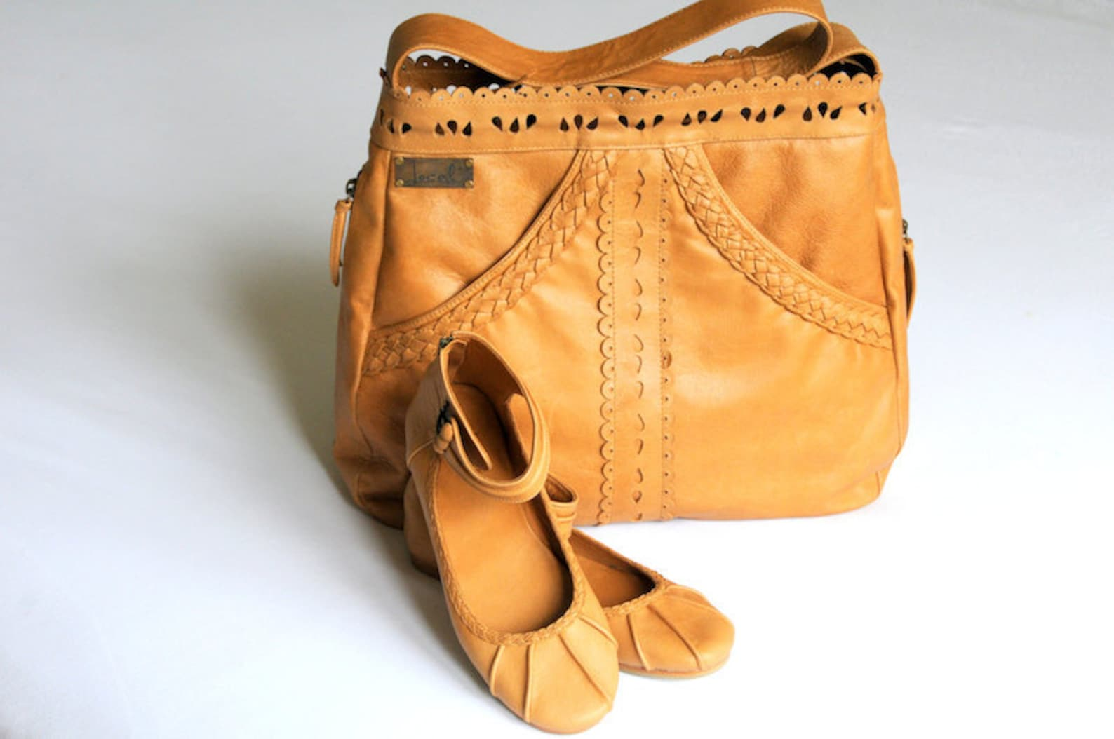 l'amour & muse. handmade shoulder leather bag / ballet flats. available in different leather colors.