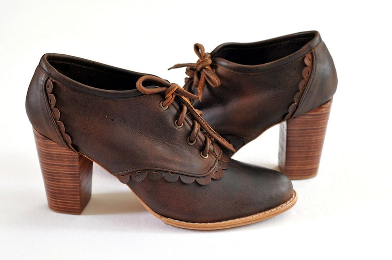 LACE. Genuine leather oxford heels / leather oxford shoes / Vintage Brown
