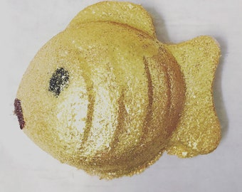 The Goldfish Bath Bomb, Gold Bath Bomb, Glitter, Shimmer, Coconut Bath Bomb