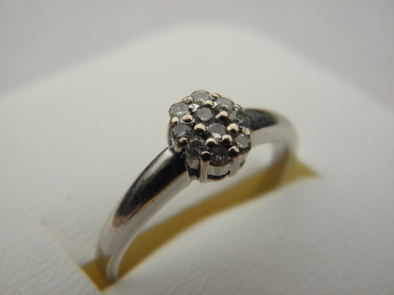 Vintage Solid 18k750 US 7.25 CLEARANCE 18ct White Gold Diamond Cluster Ring Size O