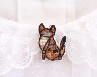 Maine Coon cat cross stitch pin, gifts for cat lovers, kitten collar pin, cat pin, gifts under 30, gifts for cat moms, maine coon cat pin