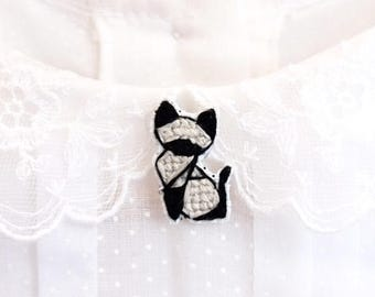 Siamese cat cross stitch pin, gifts for cat lovers, kitten collar pin, cat pin, gifts under 30, gifts for cat moms, siamese cat pin