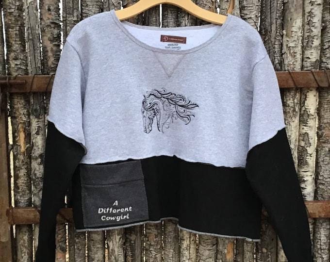 Cute cropped sweatshirt !