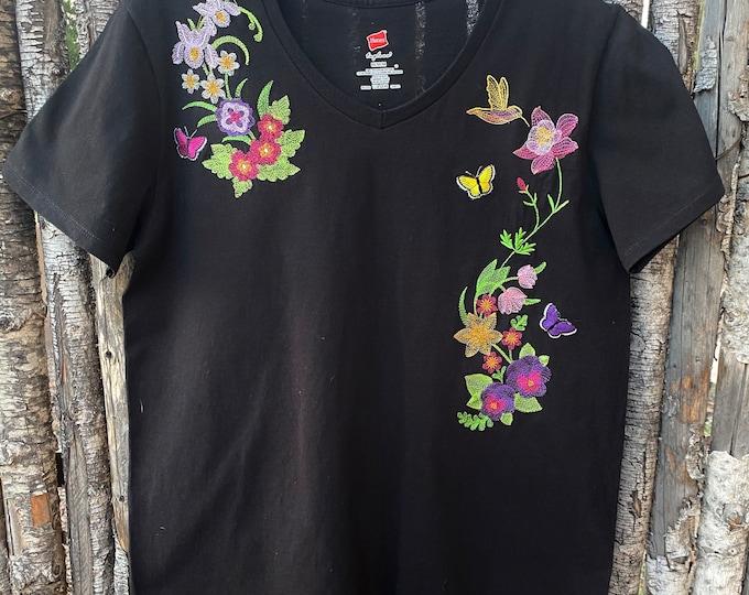 Ladies embroidered top sz M
