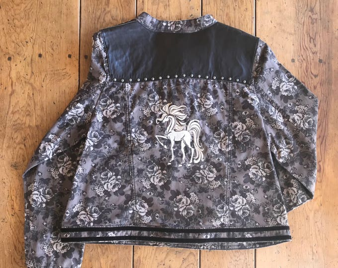 Beautiful jacket w/ fantasy horse embroidery, SZ XL