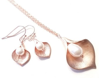 Mother Gift, Calla lily Necklace, Calla Earring, Lily Necklace, Mom, Grandma,Sister, statement necklace, Bridal Jewelry, Brides maid Gift