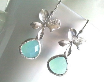 Orchid with Ice blue Wedding Earrings, Orchid Flower Bridal Earrings, Floral bridal earrings,Bridesmaid Gift ,Mothers Day Gift, Gift for Mom