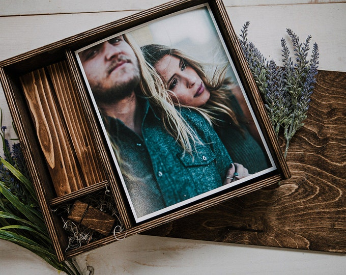 8x10x1.5 - Wood print box with photo stand and space for usb + 8x10 prints - (spanish moss included)
