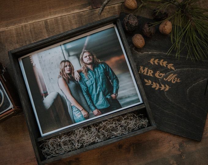 8x10 - Wood print box - space for photos and usb drive - (spanish moss included)