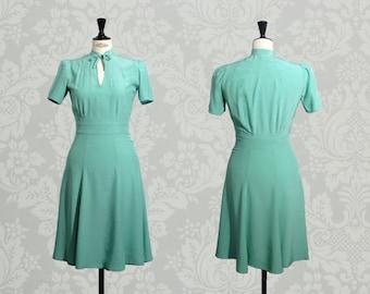 MINT BERLIN FLOWY: 1940's inspired dress, mandarin collar,