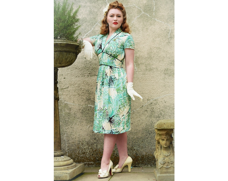 1940s Dress Styles Dina 40s Dress Style Palm Tree Print Vintage inspired shawl collar. $159.40 AT vintagedancer.com