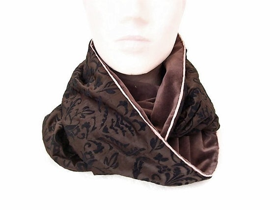 eadbc598f9f6 col snood femme marron baroque en velours echarpe infinie   Etsy