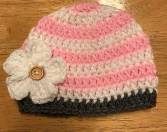 Crocheted hat w/ flower