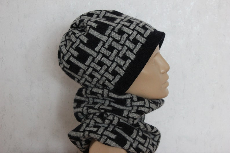 Woolen hat and cowl for men and women