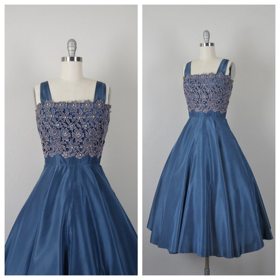 size small vintage 1950s taffeta and beaded lace D