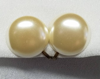 Cream pearl button vintage earrings