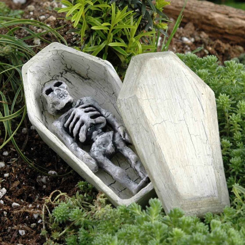 Halloween Miniaturen.Skelett Im Sarg Halloween Miniaturen Fee Garten Accessoires Miniatur Garten Halloween Dekorationen Mini Skelett