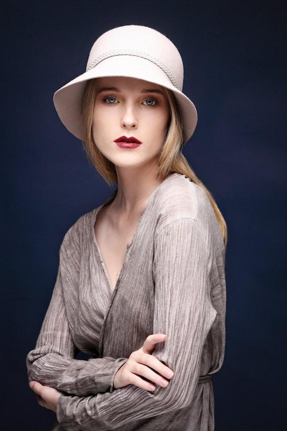 Cappello donna beige cappello cloche feltro cappello fatto a  8c7bc86d6639