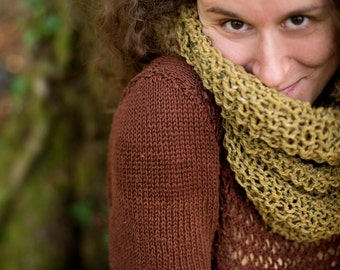 Greeen infinity scarf, hand knitted, cowl scarf, woolen scarf