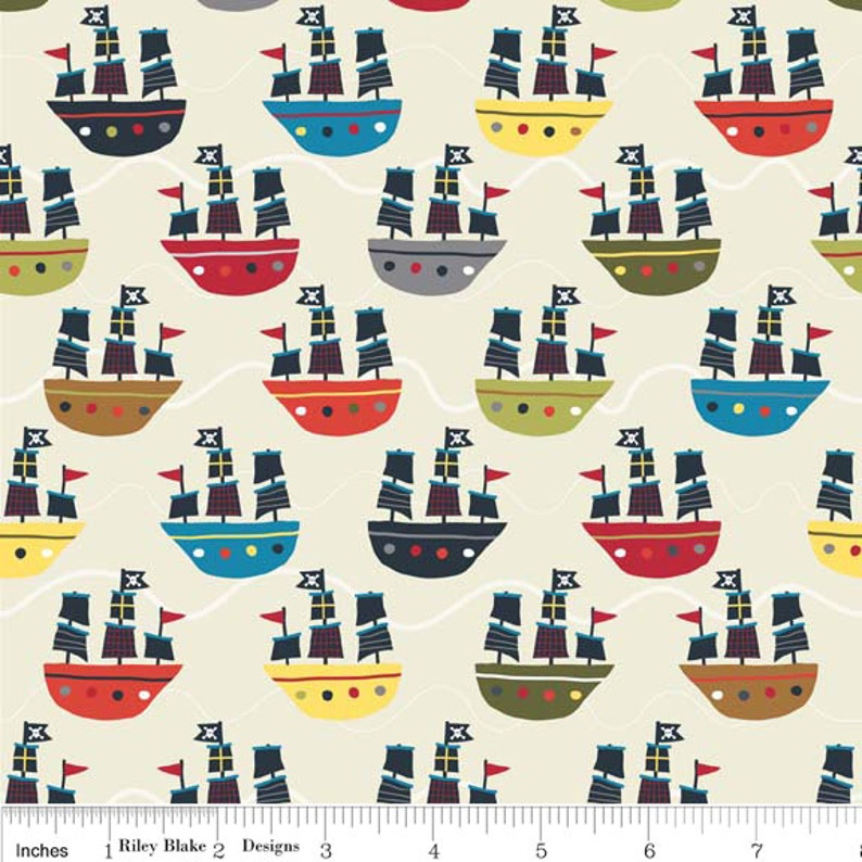 Treasure Island Pirates Skulls Ships Scatter 100/% Cotton Fabric Nutex