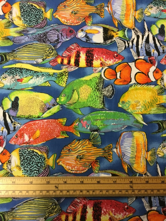 Fat Quarter Life/'s a Beach Coral Reef Fish 100/% Cotton Quilting Fabric