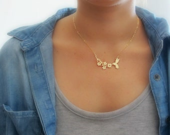 Hummingbird necklace - Gold Necklace - Gift For Her - Bird Necklace - Charm Necklace -Wedding Necklace - Flower Jewelry - Bridesmaid Jewelry
