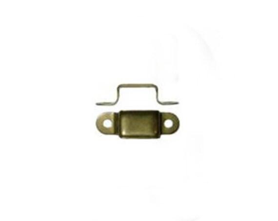 One Trunk Handle Loop  D4326