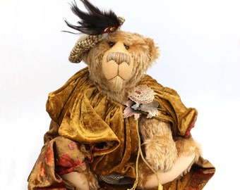 Tanglewood is an elderly, distinguished and inpressive veteran mohair artist bear from Barbara-Ann Bears