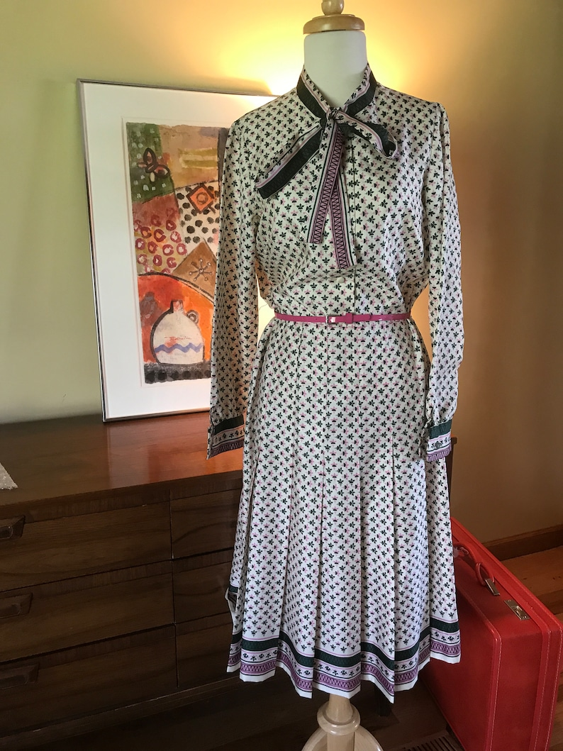 Vintage Day dress, border Print Skirt, Pussy Bow. Small 6