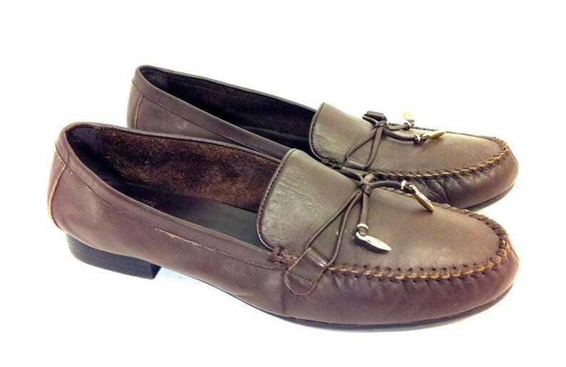 b3223529689 90 s Tan Leather Women s Loafers Gold Tassels Mootsie