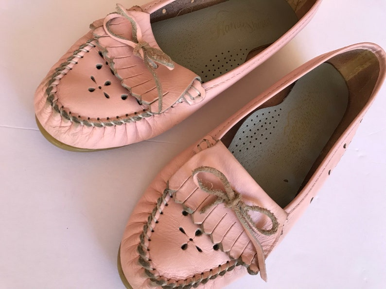 e41a143f374 90 s Pink Leather Moccasin Loafers Flower Cutout Feminine