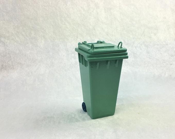 Green garbage can, garbage can, organic waste can for the dollhouse, the dollhouse, dollhouse miniatures, cribs, miniatures, model making
