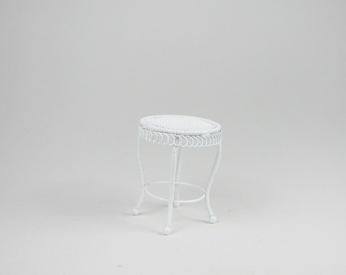 Small round table, side table for the doll's room, the doll house, Dollhouse miniatures, cribs, miniatures, model making # DF578