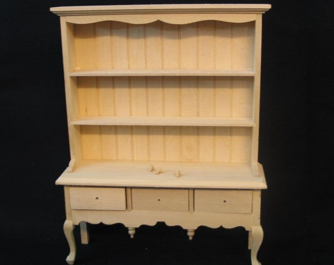 Tller closet with three drawers, for the doll's house, the doll's house, Dollhouse miniatures, miniatures,