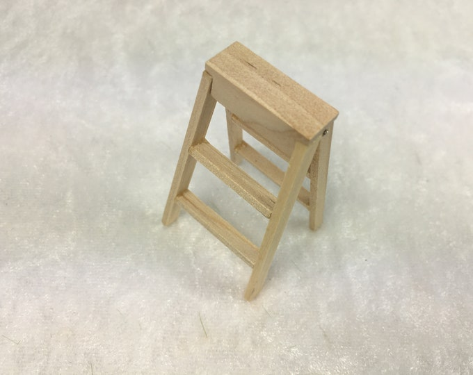 Small Ladder, Stepladder, Buck Ladder for the Doll's house, the Doll's House, Dollhouse Miniatures, nativity Scenes, Miniatures, Model making