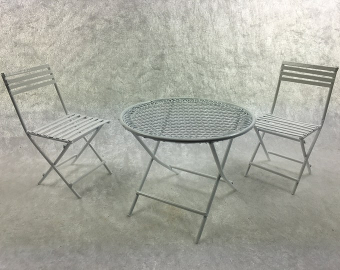Round table with two chairs made of white metal, for the dollhouse, the dollhouse, dollhouse miniatures, cribs