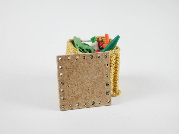 Board approx. 2.8 x 2.8 cm, for vegetable basket, bottle basket, floor for wicker, for the doll room, Dollhouse miniatures, model making