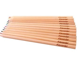 12 crayons wood natural engraved with names