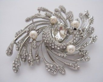 Crystal pearl brooch,wedding brooch,bridal brooch,wedding accessories,bridal hair accessories,bridesmaid gift,wedding comb,bridal hair comb