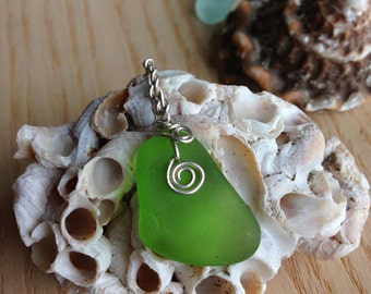 Kelly green sea glass pendant