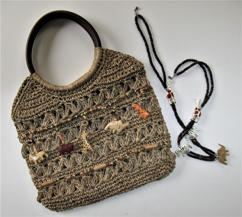 negozio di sconto prezzo più basso sconto Vintage Straw Cappelli safari animals handbag, matching wood safari animal  beaded necklace, woven Bermuda bag, boho accessory, gift for her