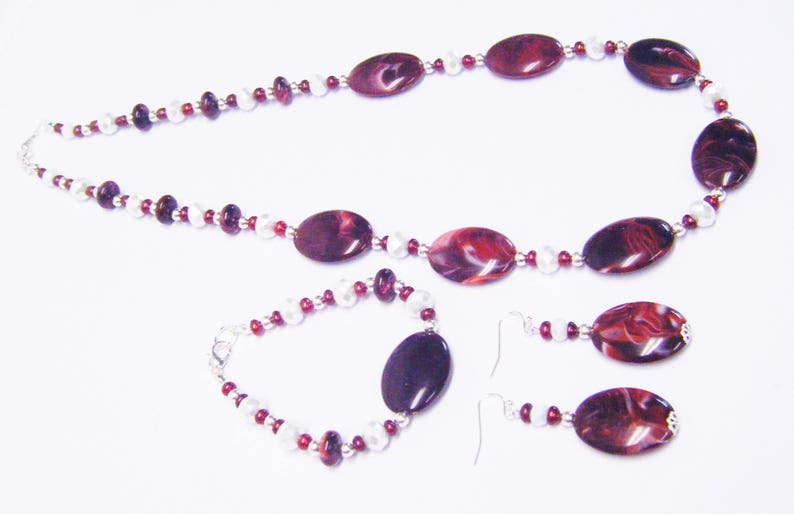 Oval Burgundy Swirl Acrylic Bead NecklaceBraceletEarrings Set