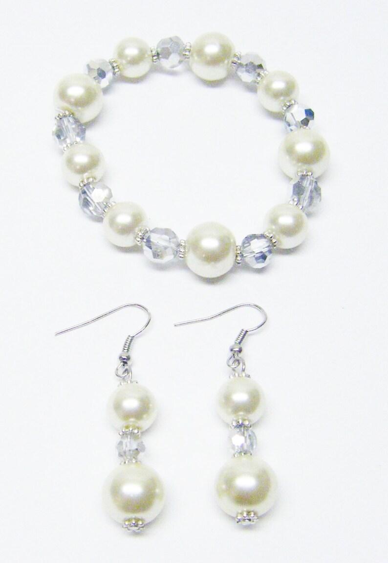 Ecru Glass Pearl wOdd Shape Open Silver Pendant Necklace Bracelet /& Earrings Set