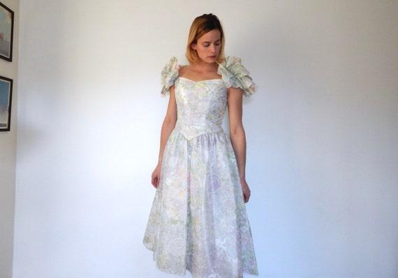 Ruf zuerst Qualität und Quantität zugesichert Outlet-Verkauf Frauen Frühling Partei Kleid Puff Ärmel voller Rock Kleid weiß floral  Pastell Kleid Prinzessin 80er Jahre tut 50er Jahre strukturiert Kleid  Riesen ...