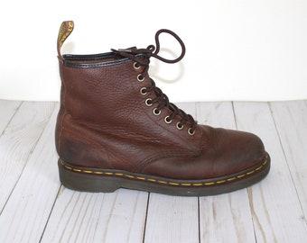 dd4cb678ed55 Vintage Dr Martens Combat Boots . 1990s Grunge Doc Martens . Lace Up Brown  Leather DMs Docs . Size 8 Women's--7 Men's US--6UK --39 EU