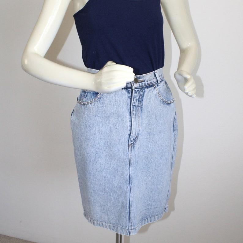 Studs on Pockets Vintage Acid Wash Blue Jean Skirt Size Small Sz 5 Sz 6 1980s 90s Curvy High Waistband Short Denim Skirt
